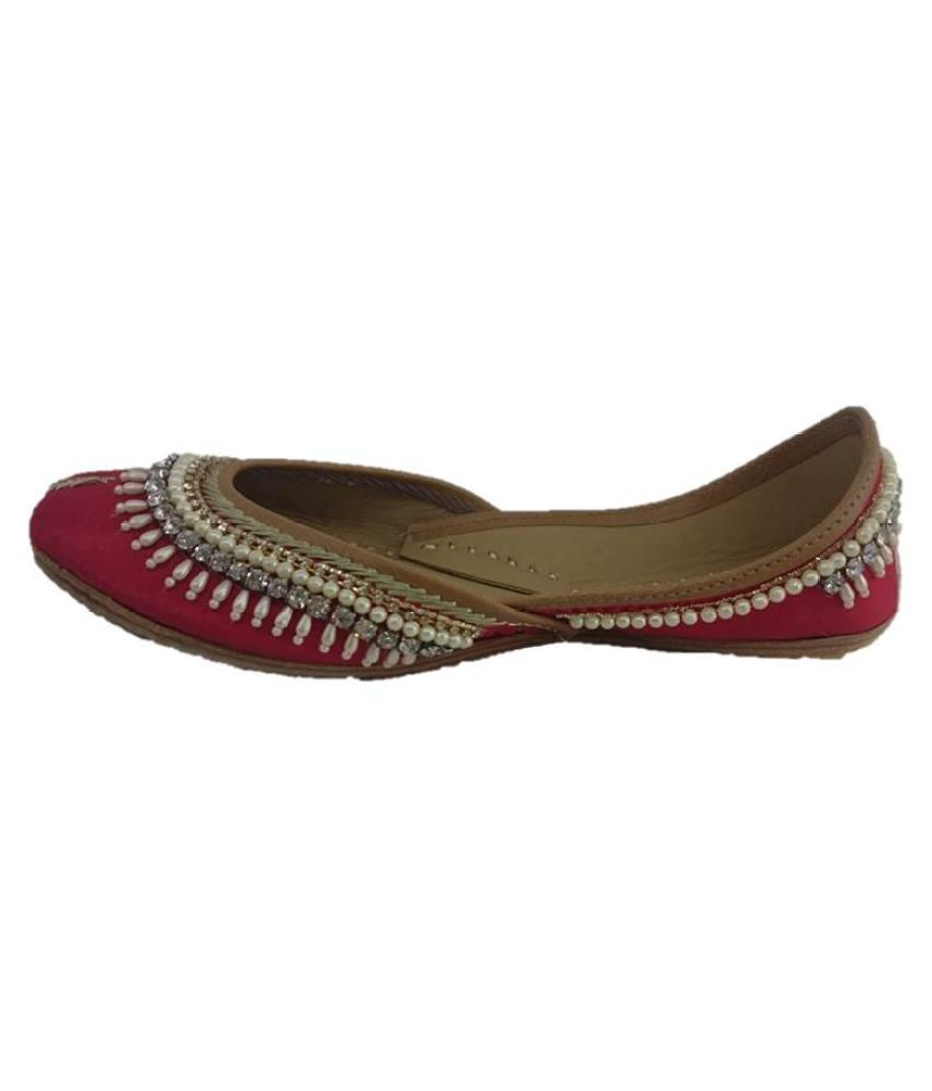 Kaashvi Red Flat Ethnic Footwear