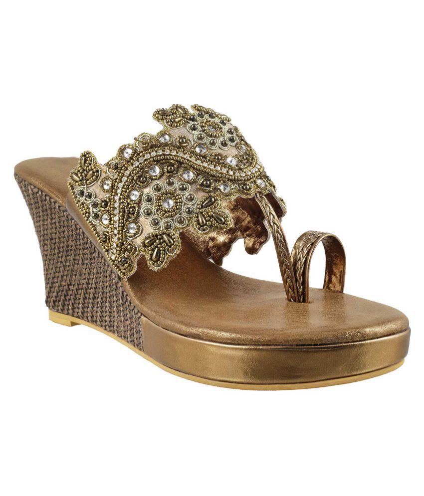MOCHI GOLD Wedges Heels