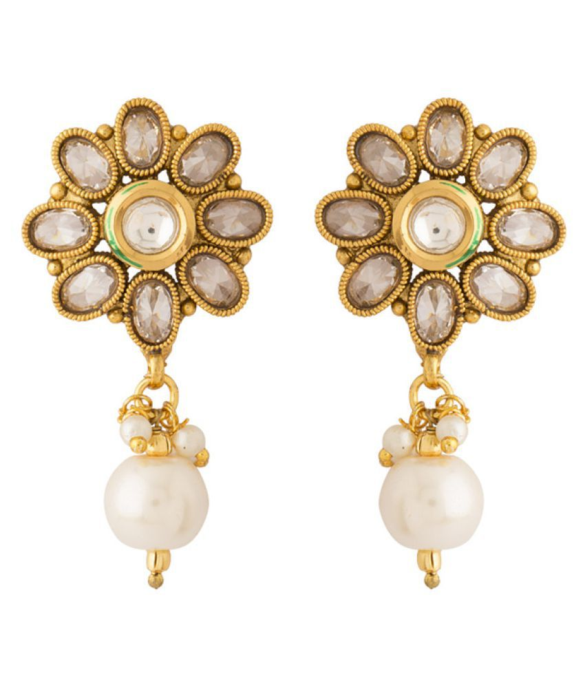 Voylla Earrings Pair In Floral Design