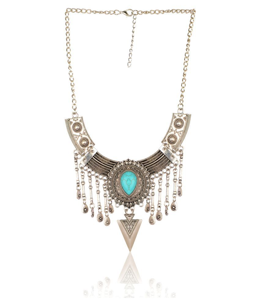 Diva Walk silver alloy necklace