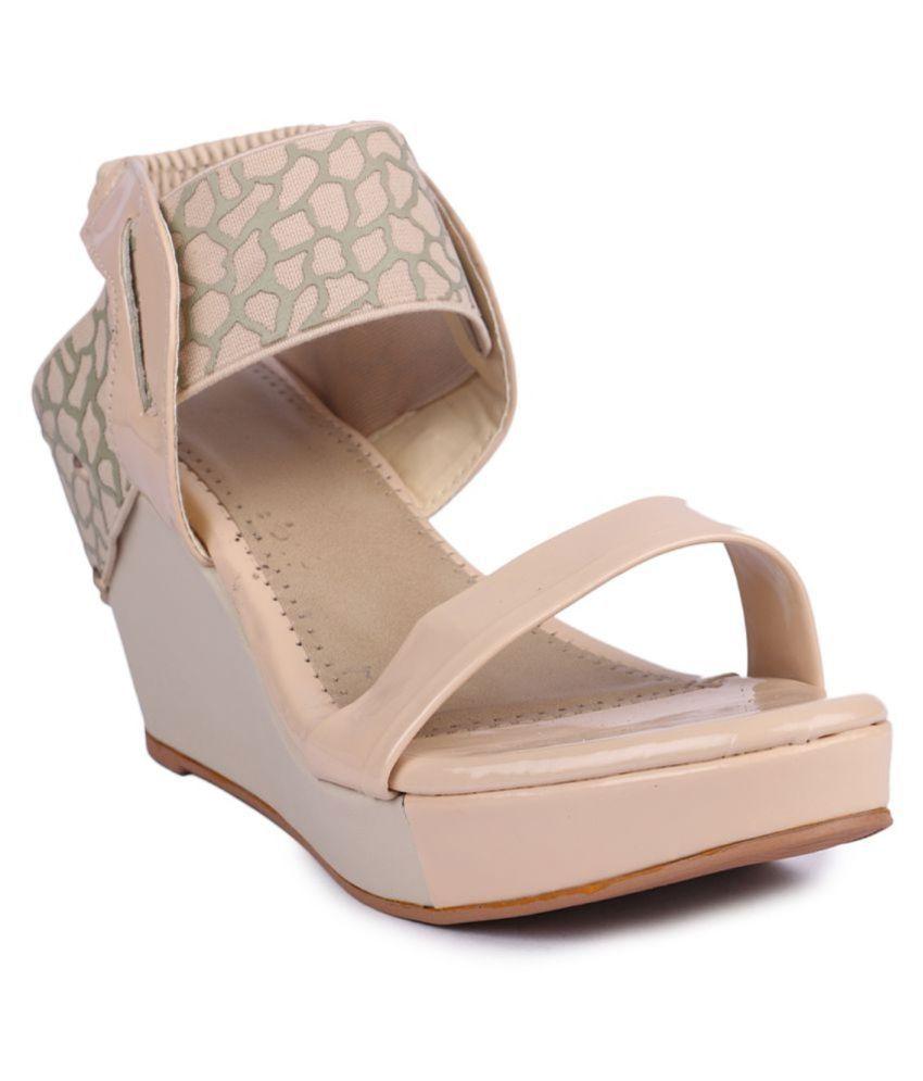 Shoe cloud Beige Wedges Heels