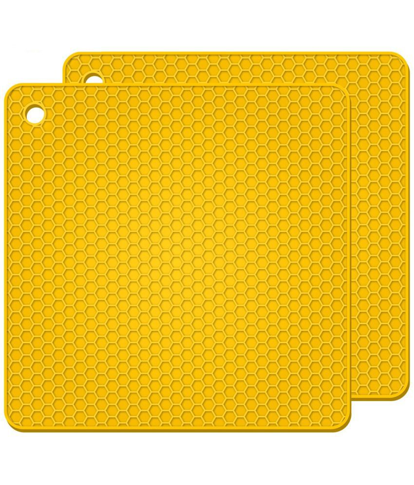 Square Silicone Hot Pads, Heat Insulation Table Mats For Family Use Silicone Pot Holders-Yellow(Pack Of 2 )