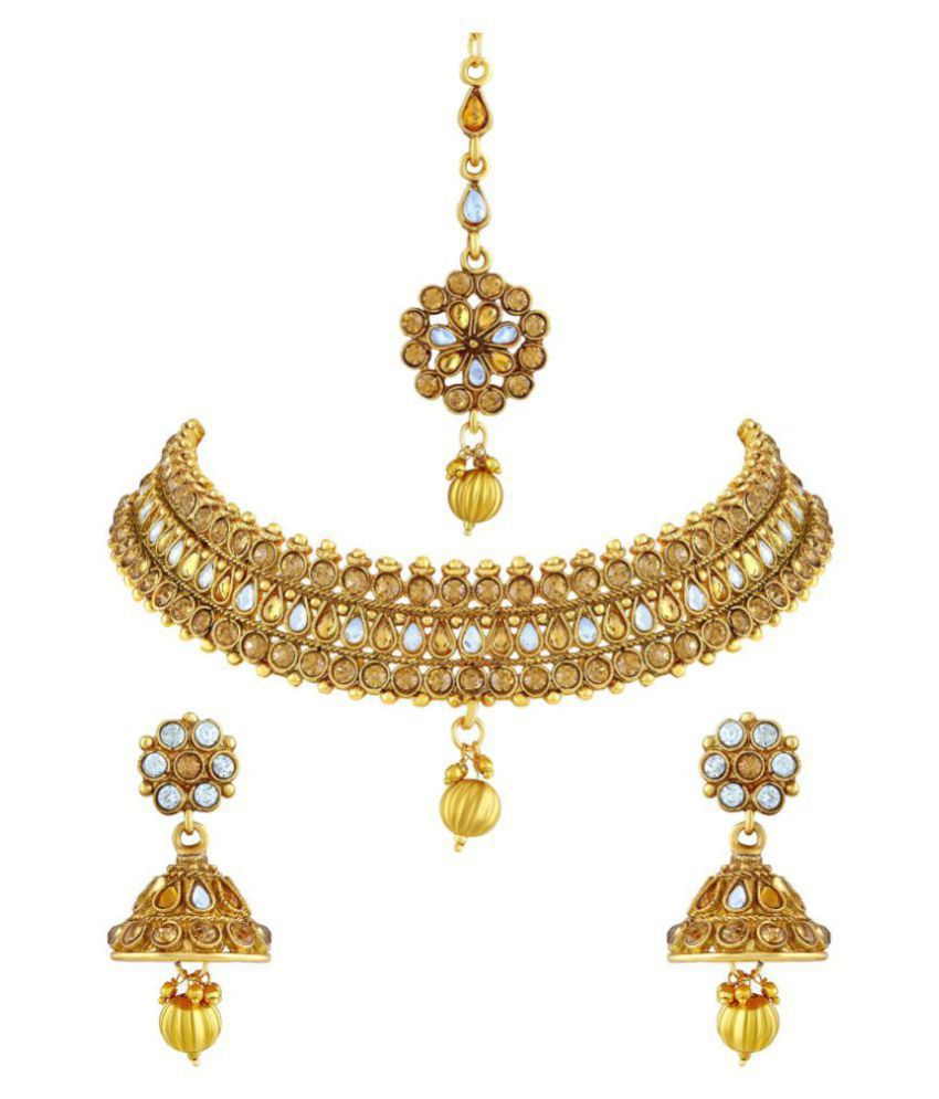 Asmitta Sparkling Gold Plated Choker Style Necklace Set With Mangtikka For Women