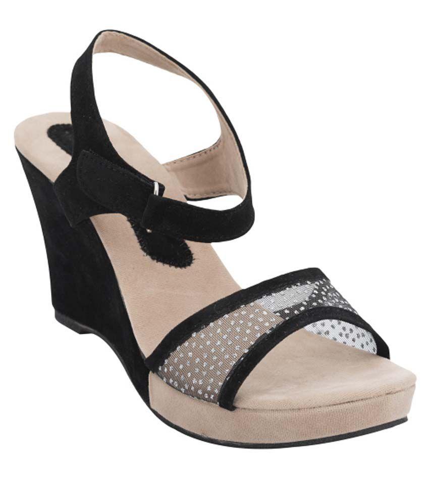 Daj Wari Black Wedges Heels
