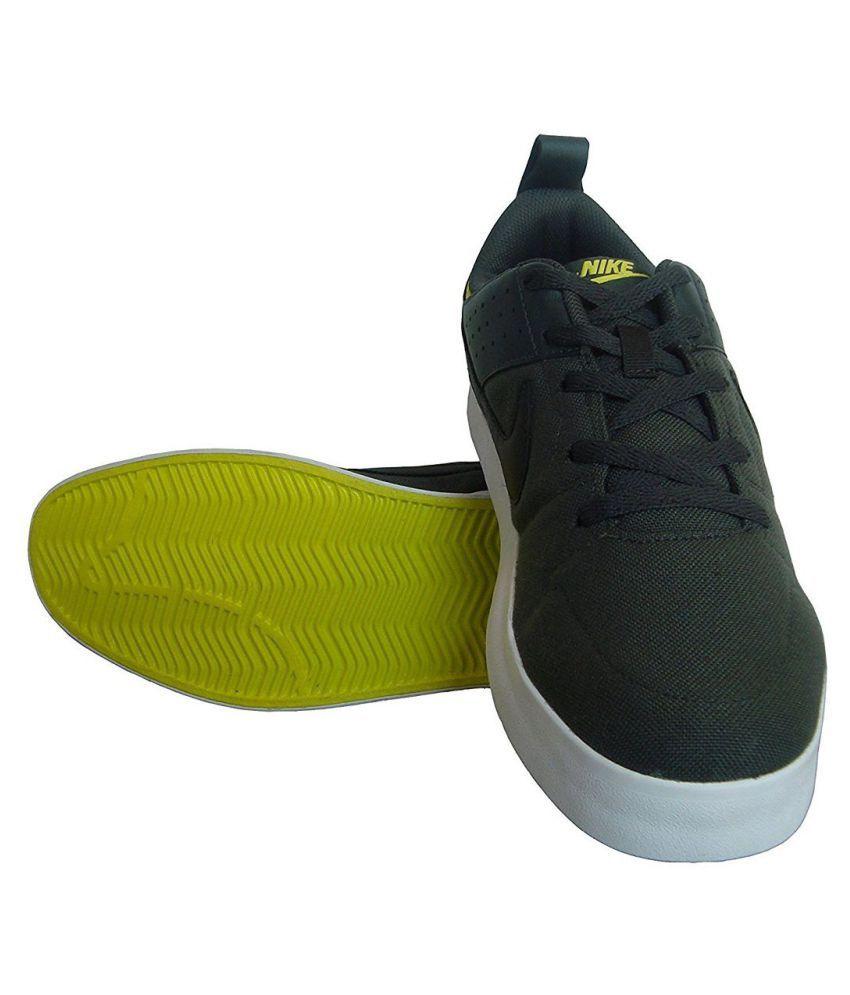 nike liteforce iii sneakers