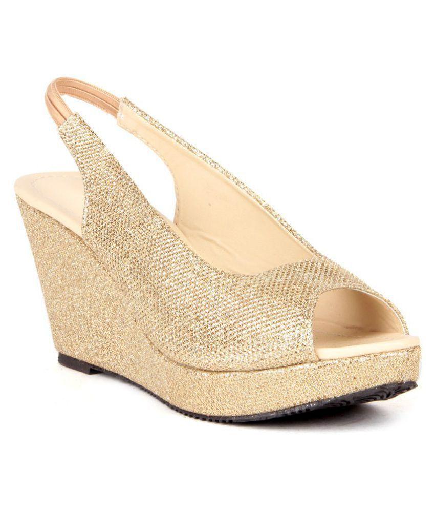 5945583583 Feel It Gold Wedges Heels Sandal Price in India- Buy Feel It Gold Wedges  Heels Sandal Online at Snapdeal
