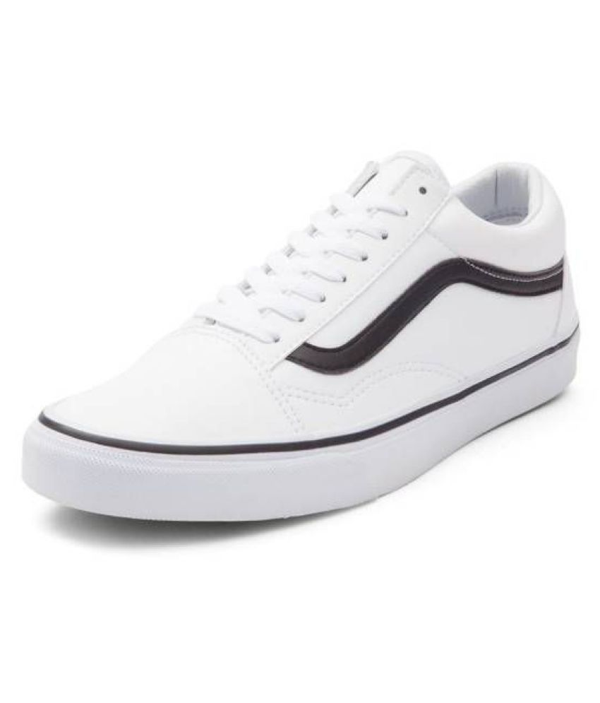 5822b88510 VANS old skool classic Sneakers White Casual Shoes - Buy VANS old skool  classic Sneakers White Casual Shoes Online at Best Prices in India on  Snapdeal