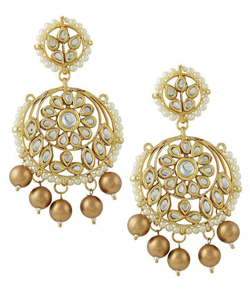 Kundan round chandbalis with golden drops