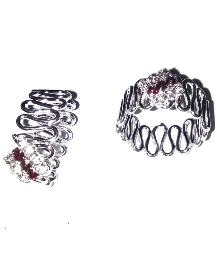 Fashionable Silver Toe Rings For women by shrungarika