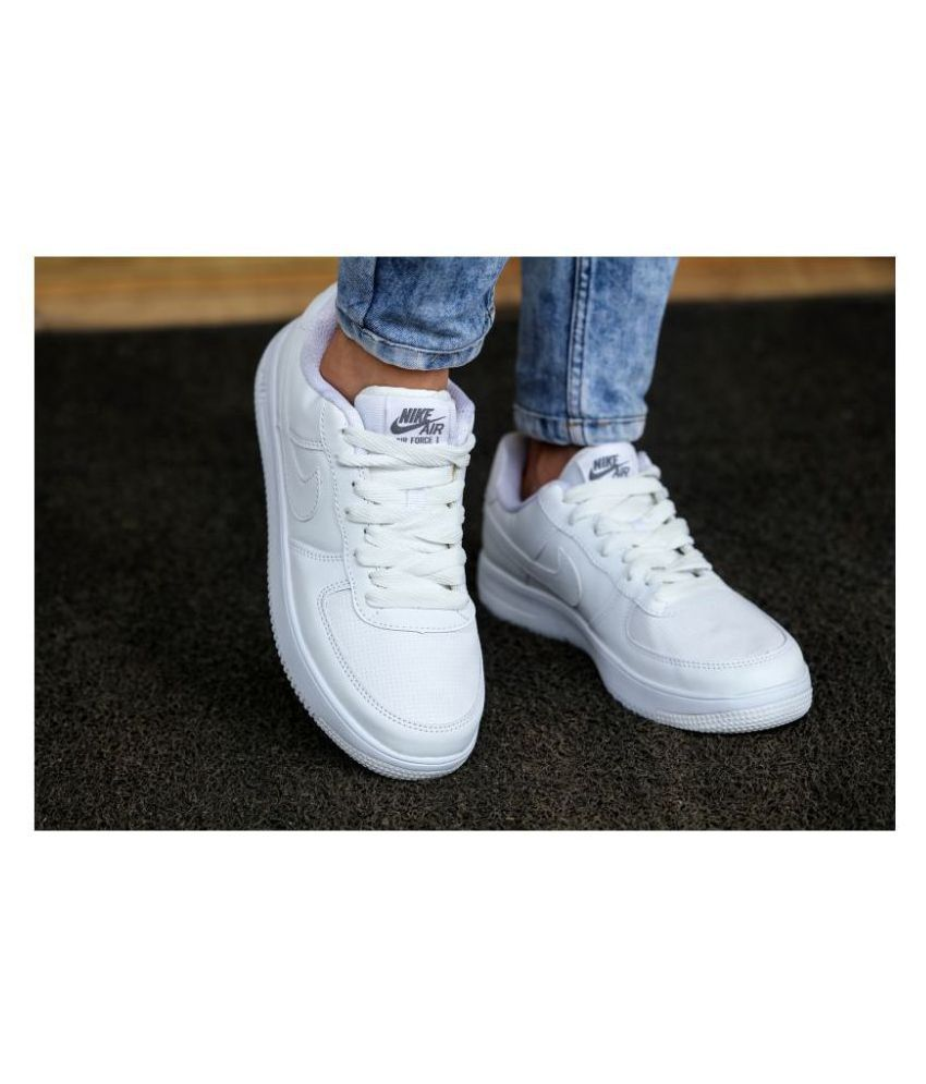 Lágrima Derivar Desacuerdo  Nike Sneakers White Casual Shoes - Buy Nike Sneakers White Casual Shoes  Online at Best Prices in India on Snapdeal