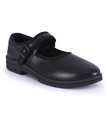 a1822205d8b Girls  Shoes   Upto 50% OFF  Buy Girls Shoes