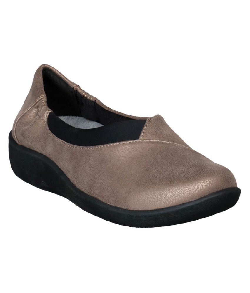 7672206335 Clarks Brown Casual Shoes