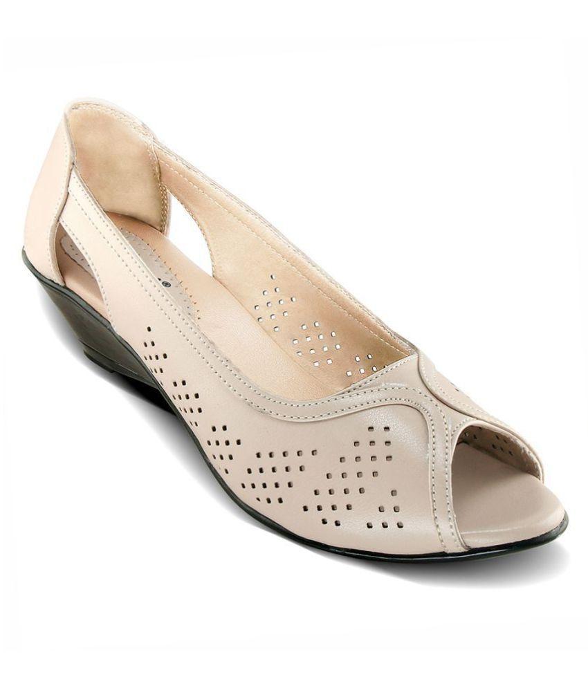 PINEX Cream Wedges Heels