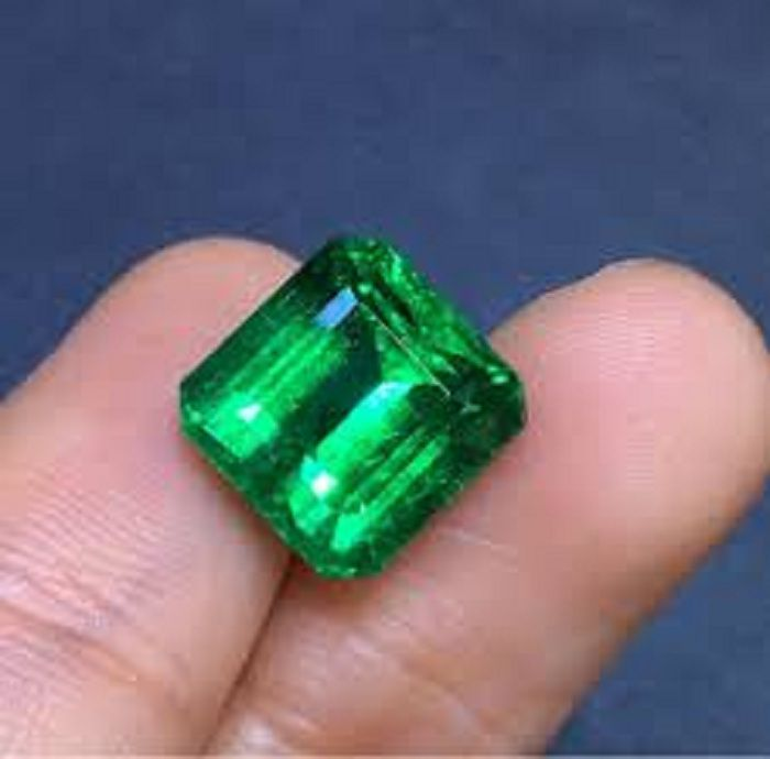 Certified Gemstone Gallery 7.15 -Ratti IGL Green Emerald Semi-precious Gemstone